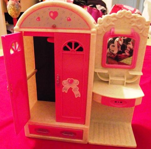 Barbie Armoir