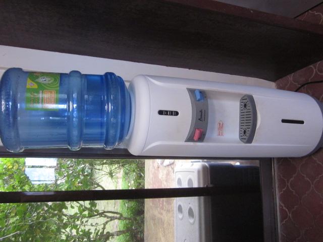 Avanti Hot Cold Standing Water Dispenser In