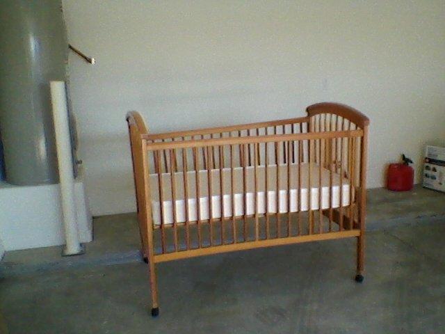 Near-New High-Sides Baby Crib