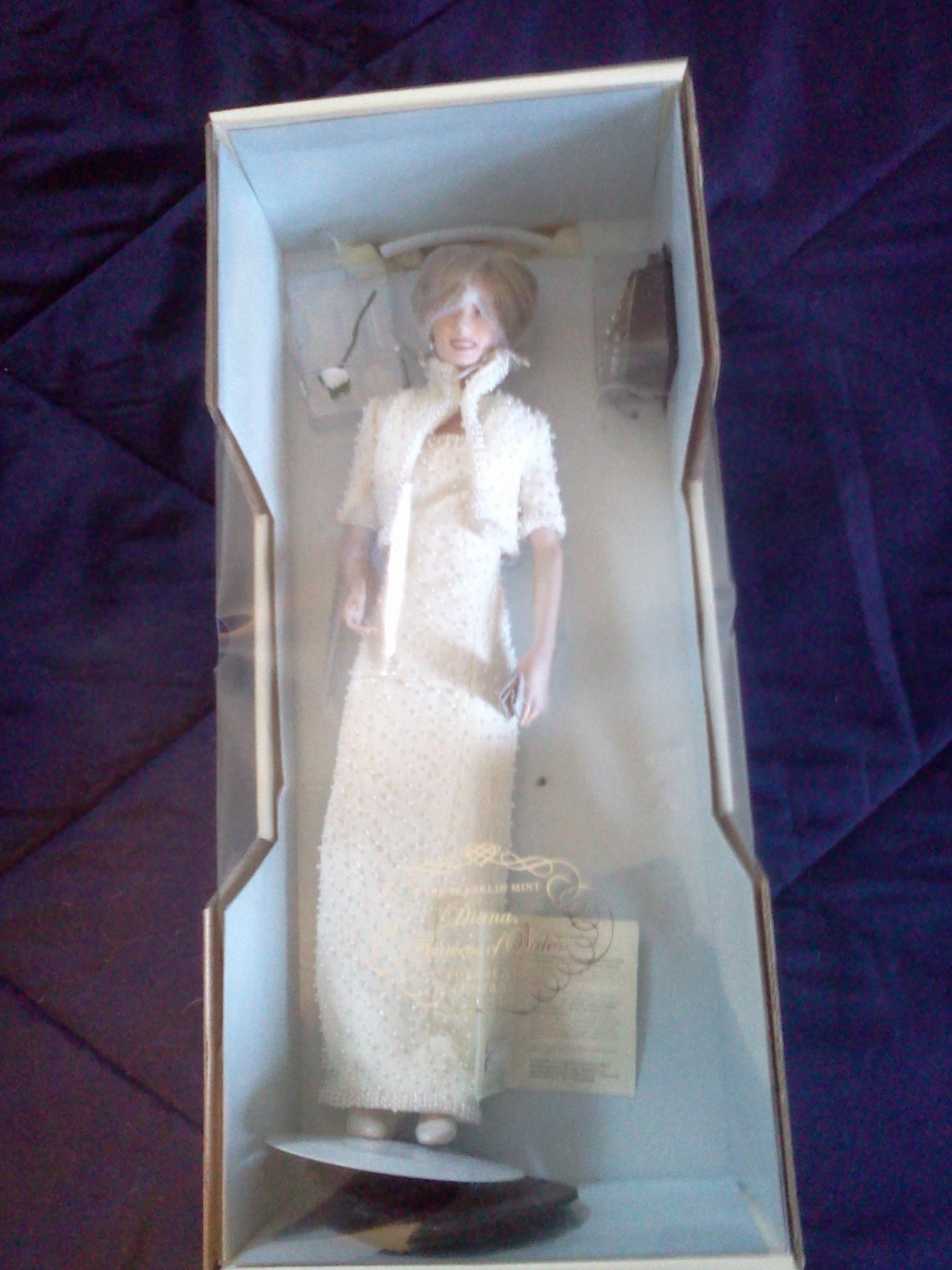Franklin Mint Porcelain Princess Diana Portrait Doll