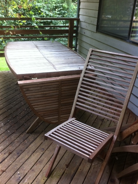 Teak deck table with 6 chairs