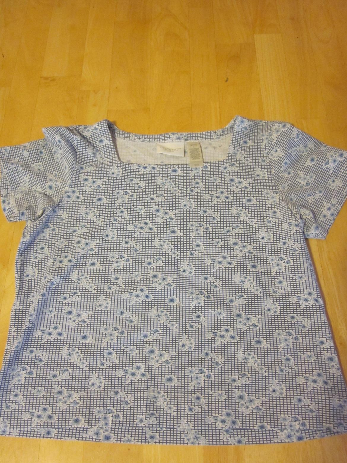 Liz Claiborne Blue Floral Top - Petite Large