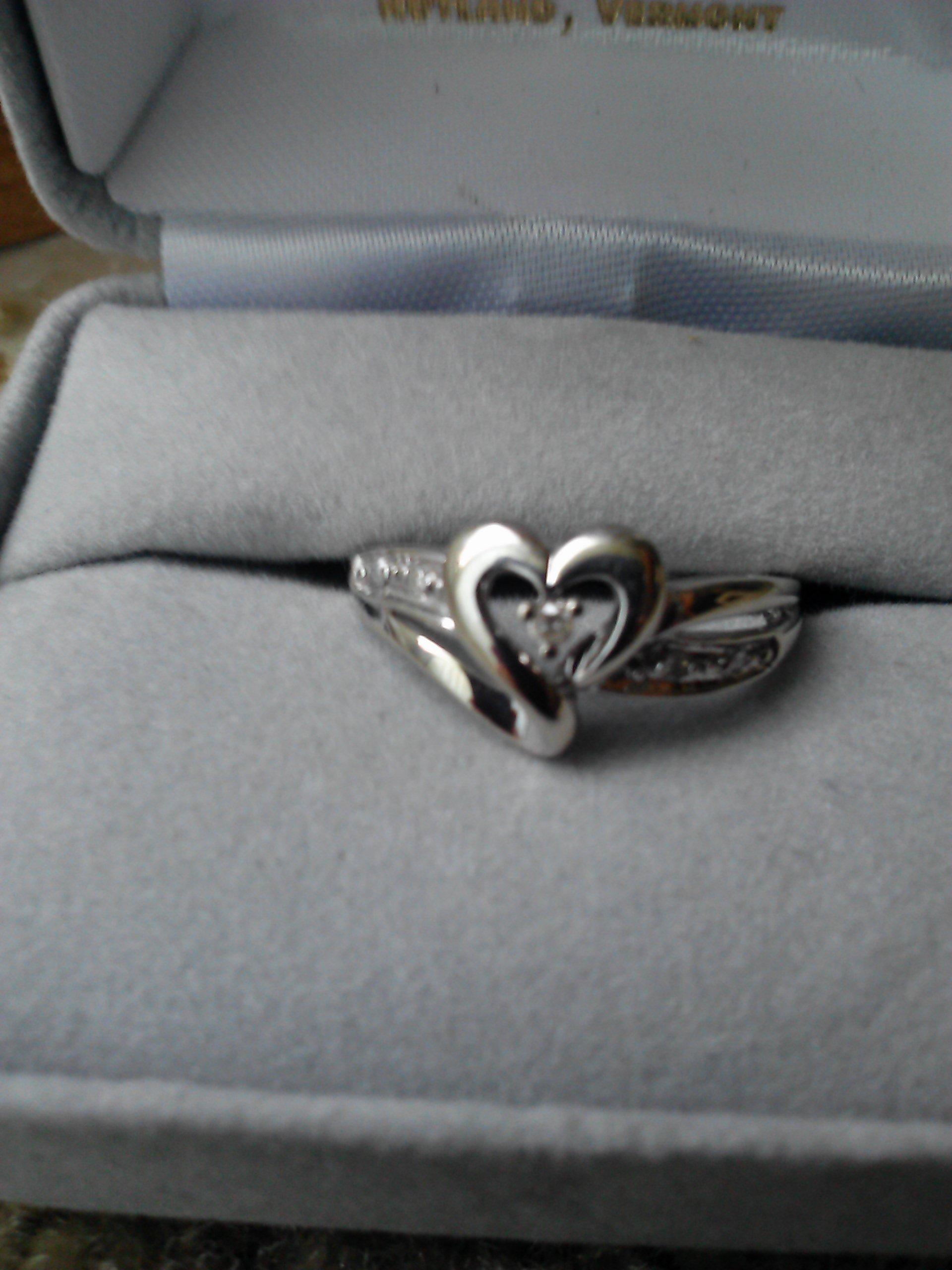 White gold heart-shaped diamond ring