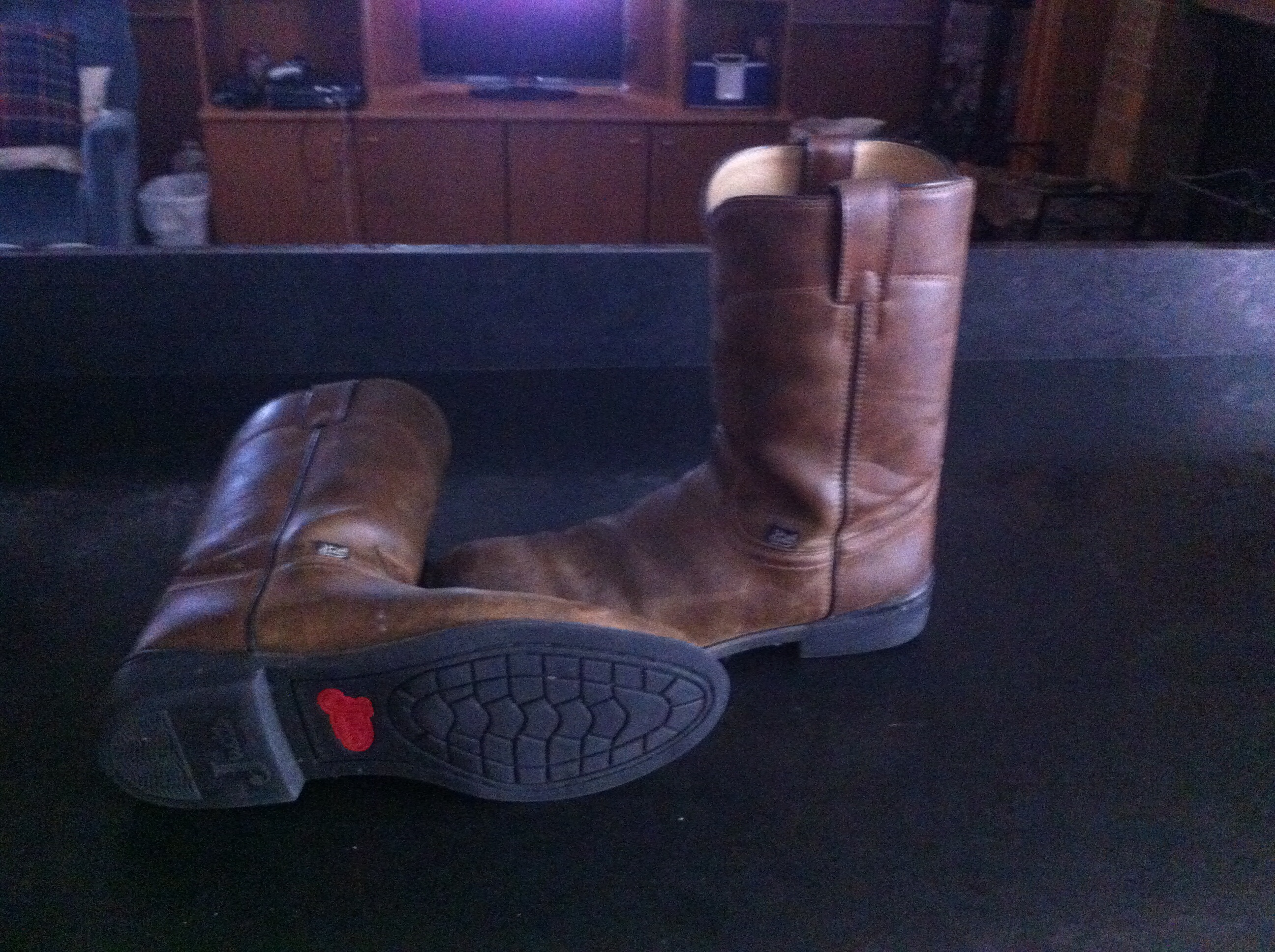 size 9D men brown justin boots
