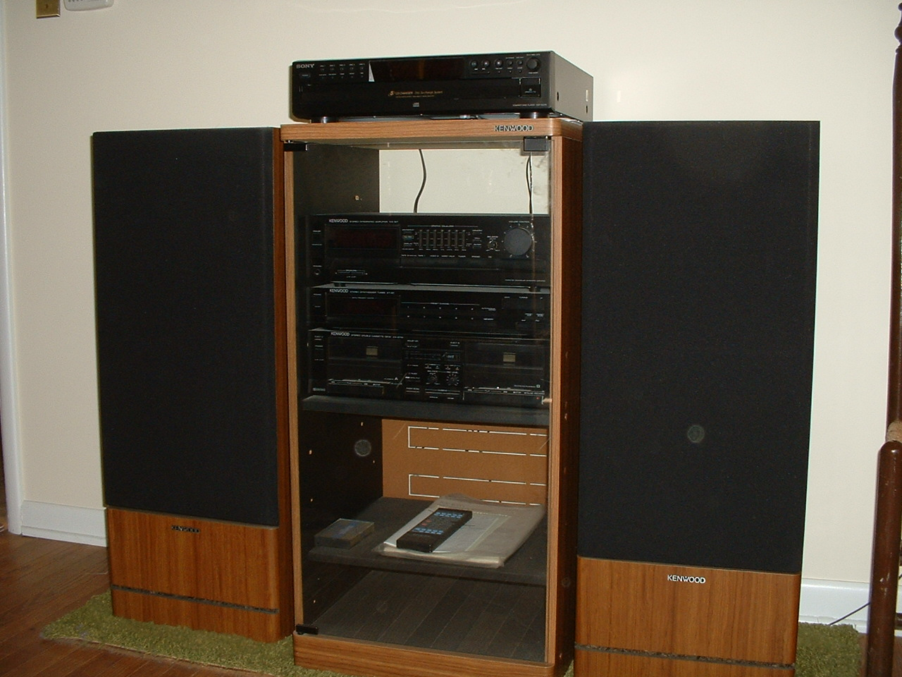 Ordinaire Stereo System With Speakers And Cabinet