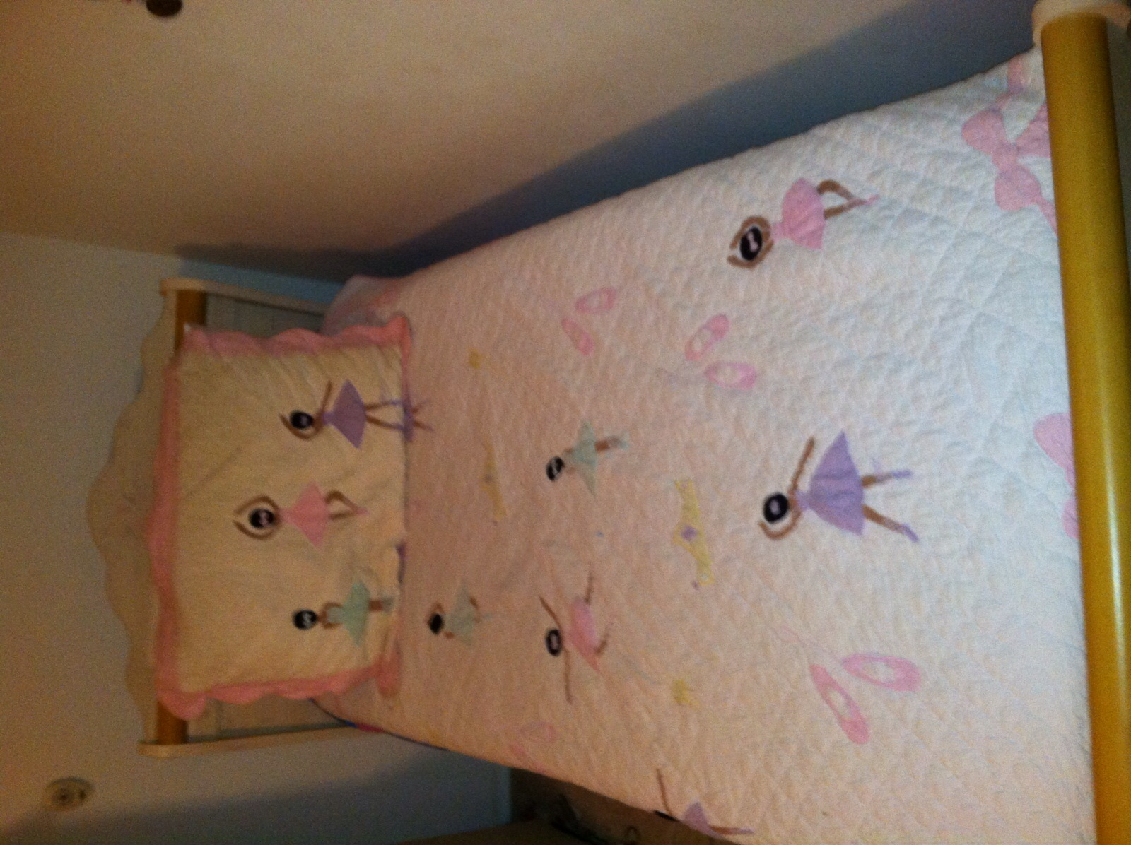 Girls 5 piece Twin Bedroom Suite, Mint Cond.