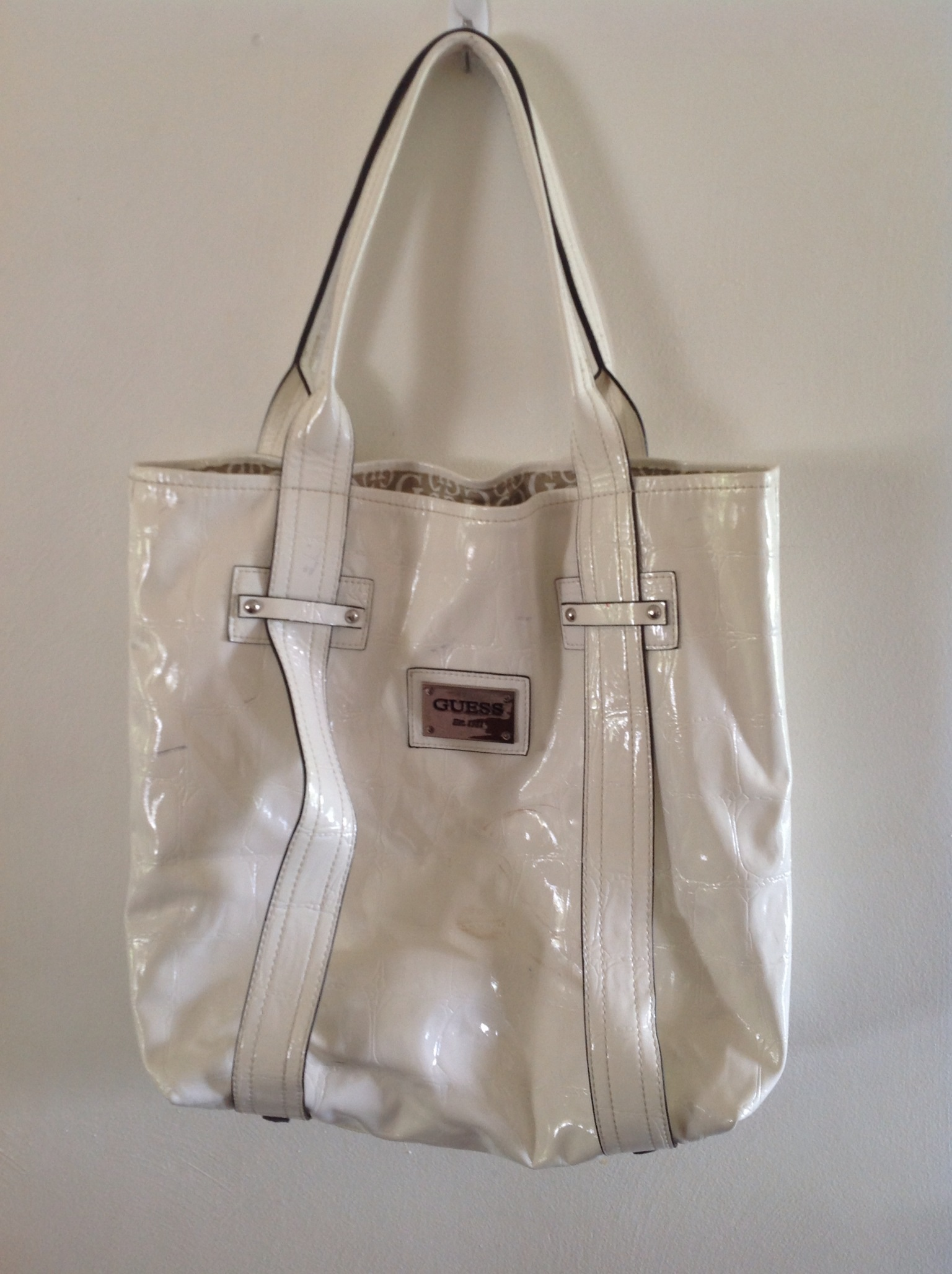 White Guess bag.