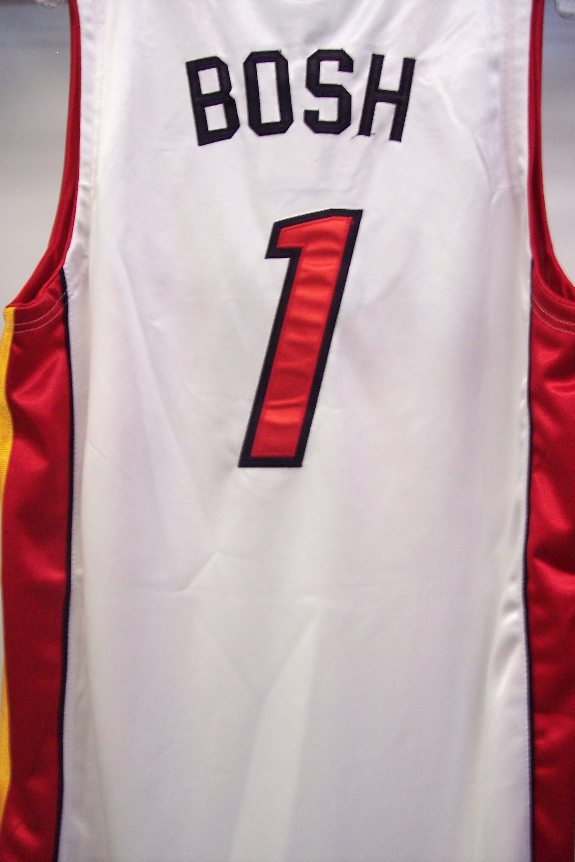 Throuback NBA HEAT #1 BOSH  White Jersey Size L