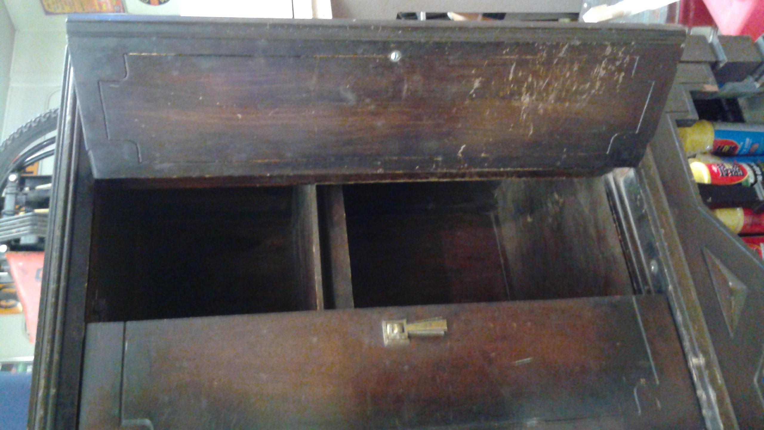 1920's antique/vintage curio cabinet/hutch