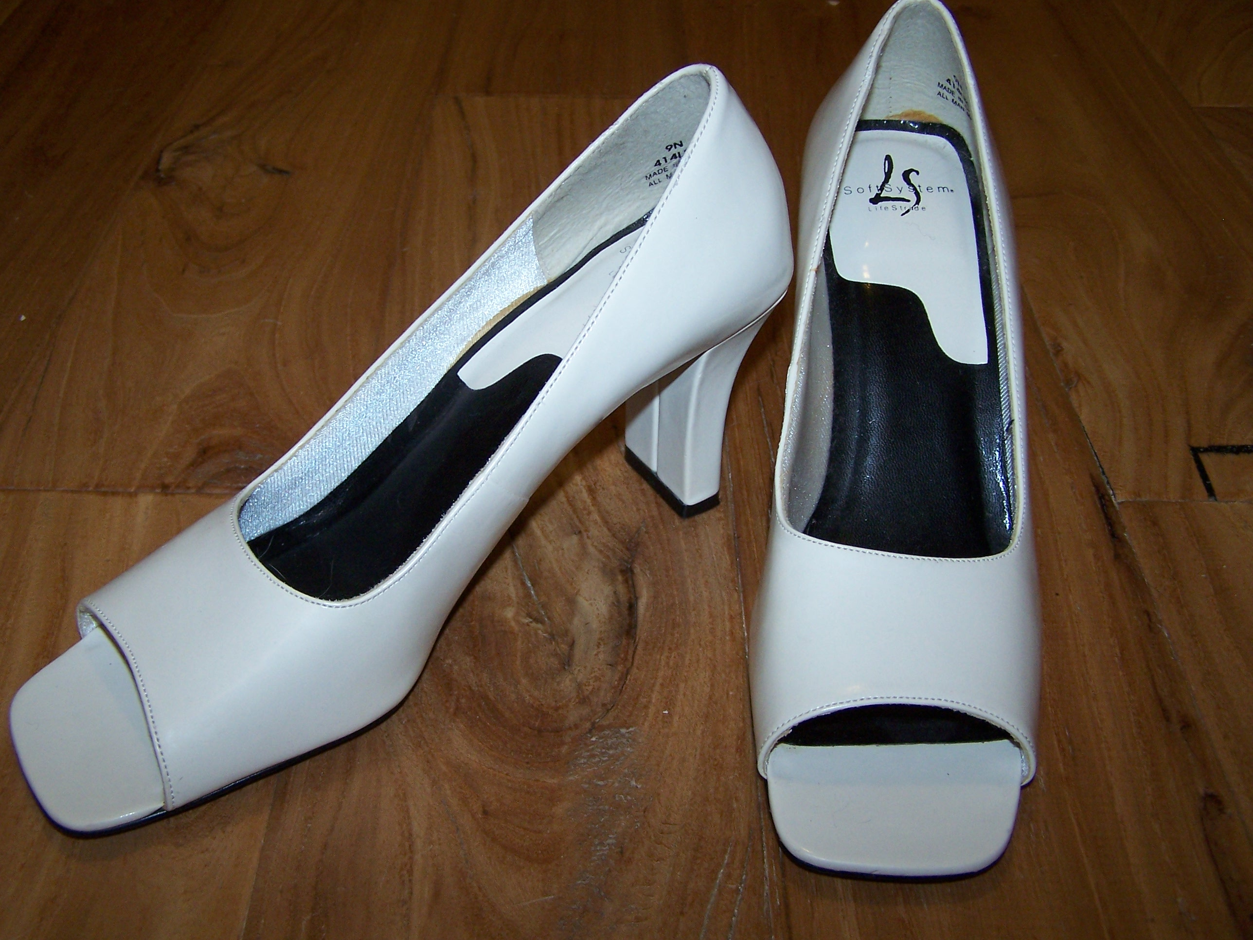 Cream Shoes Size 9N