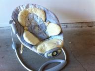 Vibrating/ musical baby' bouncer