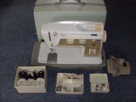 VINTAGE SINGER TOUCH & SEW DELUXE ZIG ZAG SEWING MACHINE