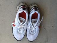 Men's size 9 Nike airrmax 360 tennis shoes hardly worn $5