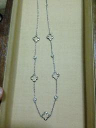Clover like necklace