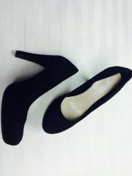 Ladies Black Platform Pumps Franco Sarto size 8.5
