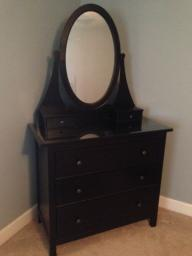 Dresser w/vanity mirror
