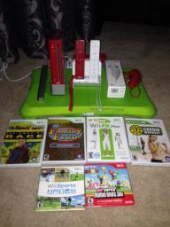 Nintendo Wii (plus accessories)