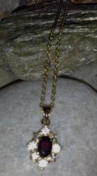 gold tone vintage chain with pendant