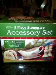 Royal Seasons Snowman 5 Piece Stoneware Accessory Set; Gravy Bowl