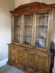 solid wood dining room table(6 chairs)with matching china cabinet