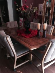 Dining Room Table &Chairs With Matching Hutch
