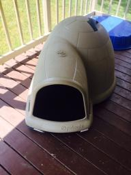 Extra Large Igloo Dog House w/ heating pad