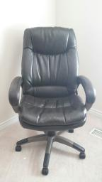Deluxe brown leather office chair, like new