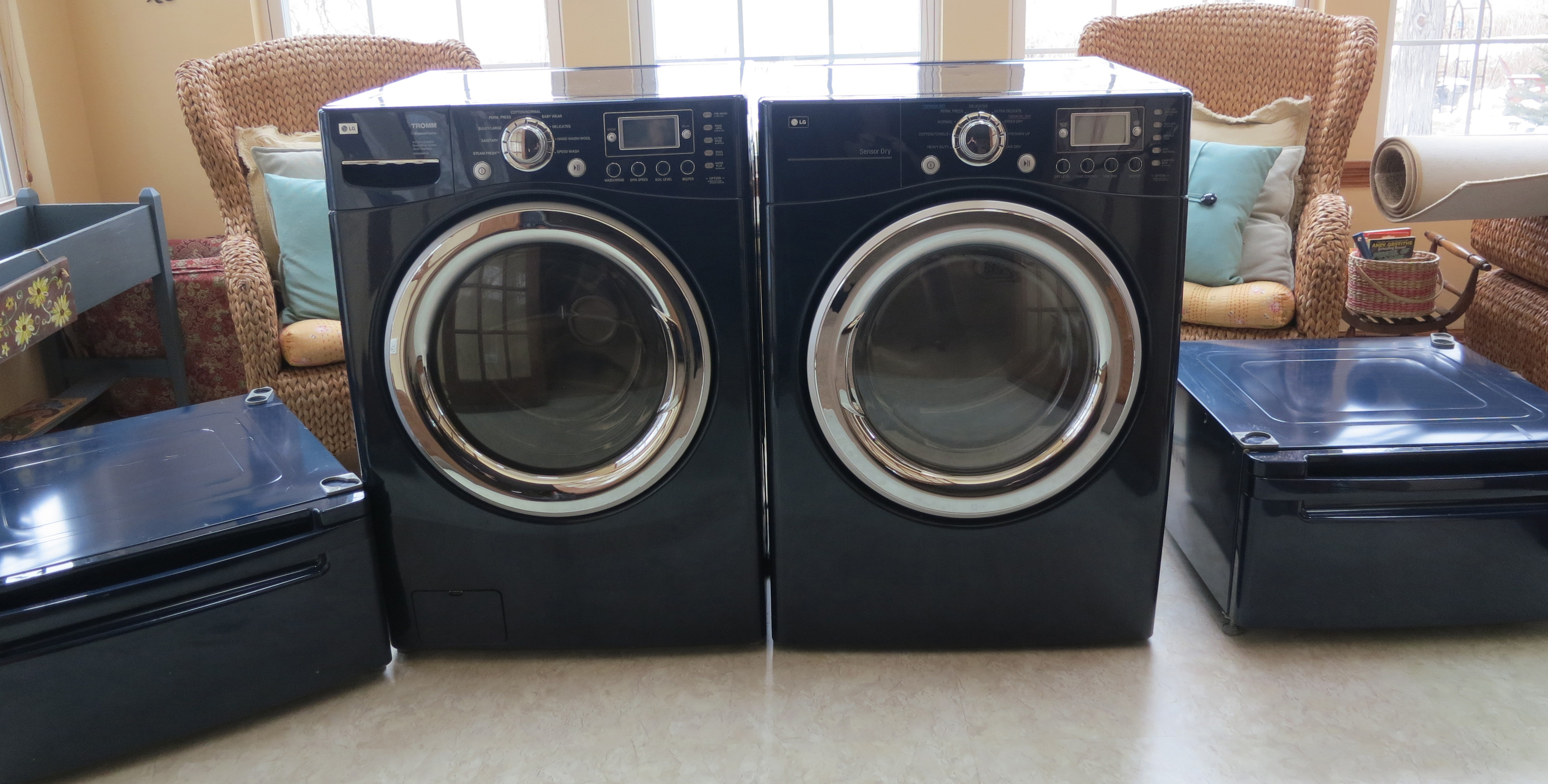 Lg Frontload Washer Dryer With Pedestals Cobalt Blue